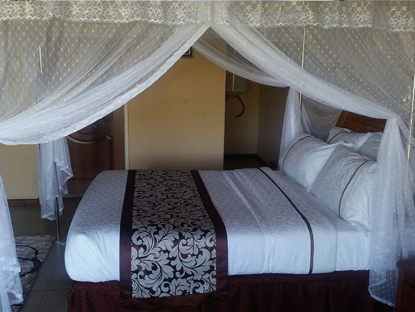 http://kutachika.com/wp-content/uploads/2016/07/Royal-Kutachika-Presidential-Suite-Zambia.jpg